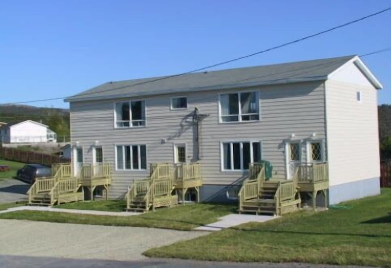 Comerford's Ocean View Efficiency Units, Holyrood, Property entrance