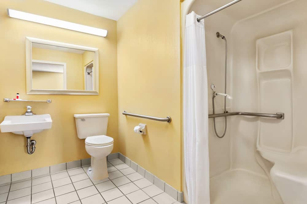 Standard Room, 1 Queen Bed, Accessible, Non Smoking - Bathroom