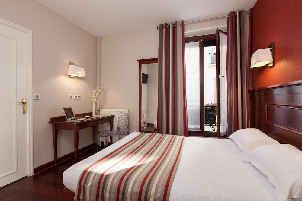 Eiffel Rive Gauche Paris Standard Triple Room Guest