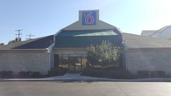 Picture of Motel 6 Columbus OSU in Columbus