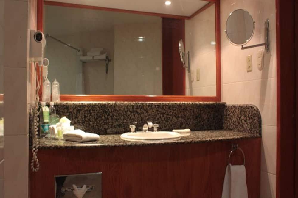 Room (Dog Friendly) - Bathroom