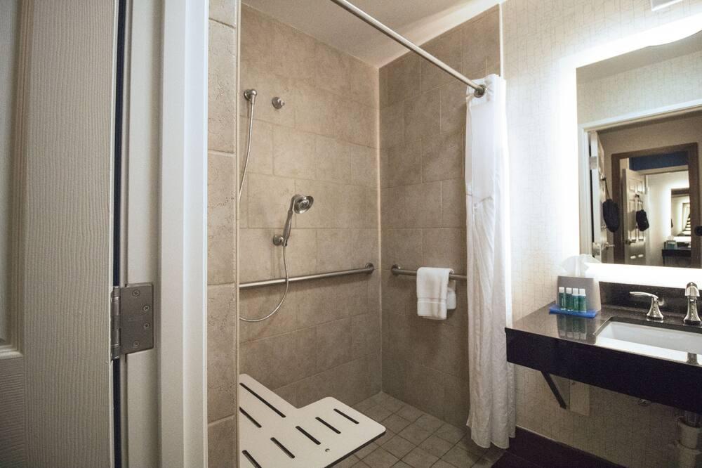 Suite, Toegankelijk voor mindervaliden, niet-roken (Roll-In Shower) - Badkamer