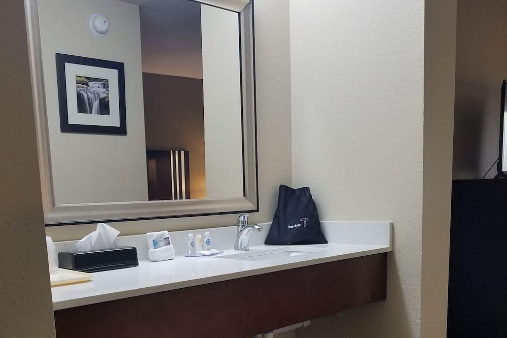Room, 2 Double Beds - Bathroom