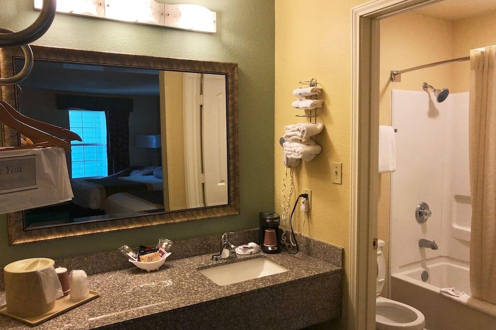 Standard egyágyas szoba, 1 king (extra méretű) franciaágy, nemdohányzó - Fürdőszoba