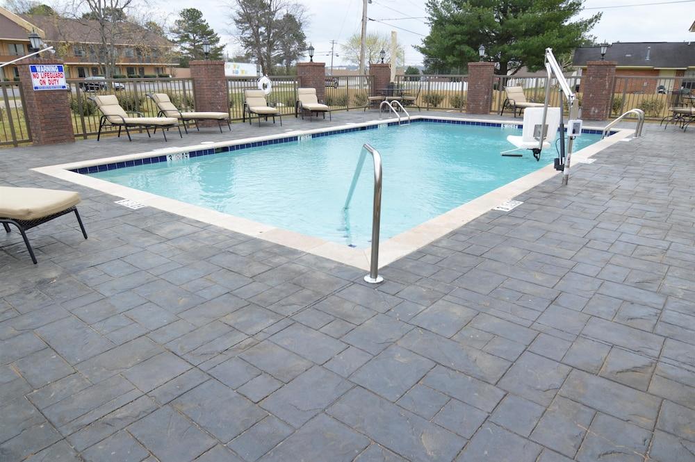 Best Western New Albany Pool