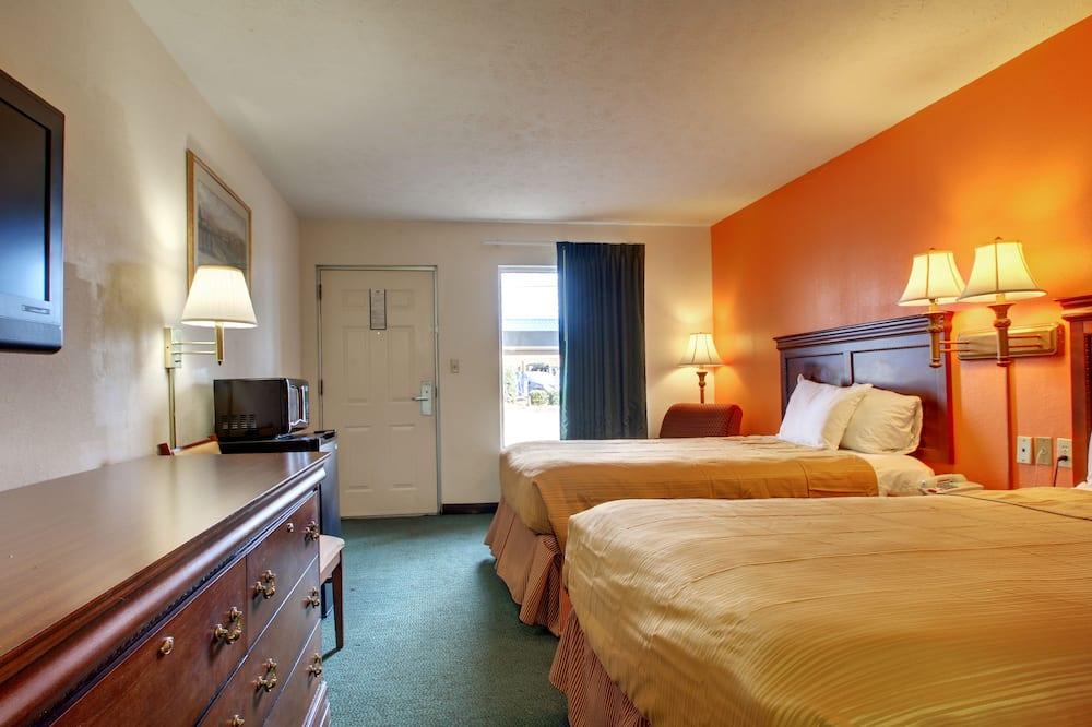 חדר סטנדרט, 2 מיטות קווין, למעשנים - חדר אורחים