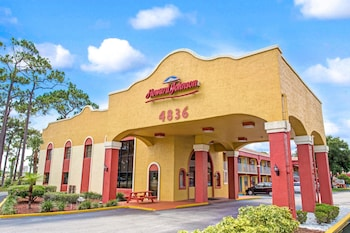 Picture of Howard Johnson Express Inn Suites Lake Front Park Kissimmee in Kissimmee