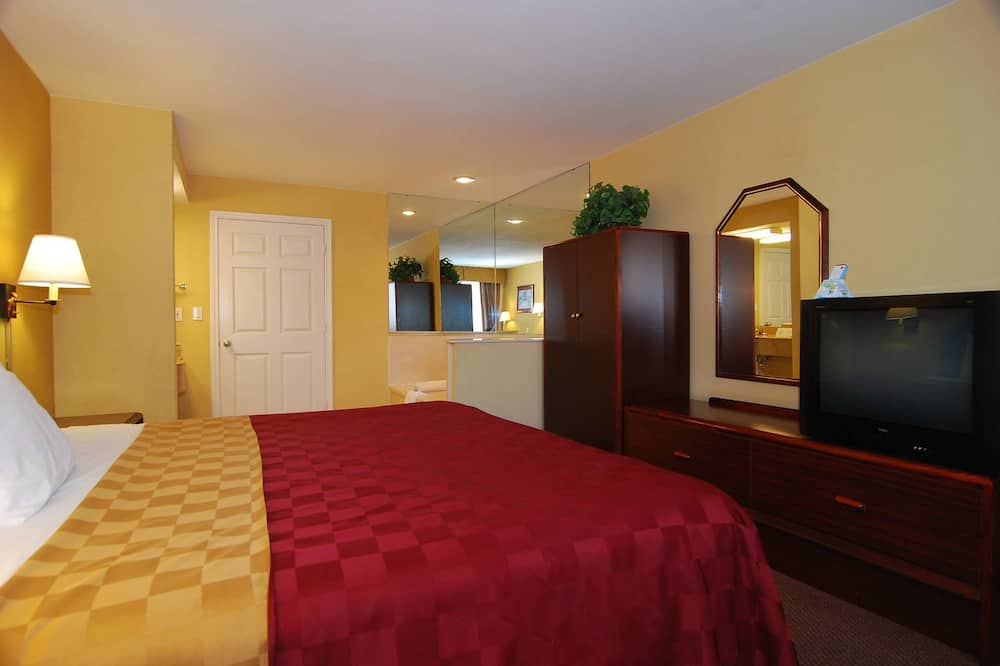 Suite, 1 King Bed, Smoking, Jetted Tub - Pool