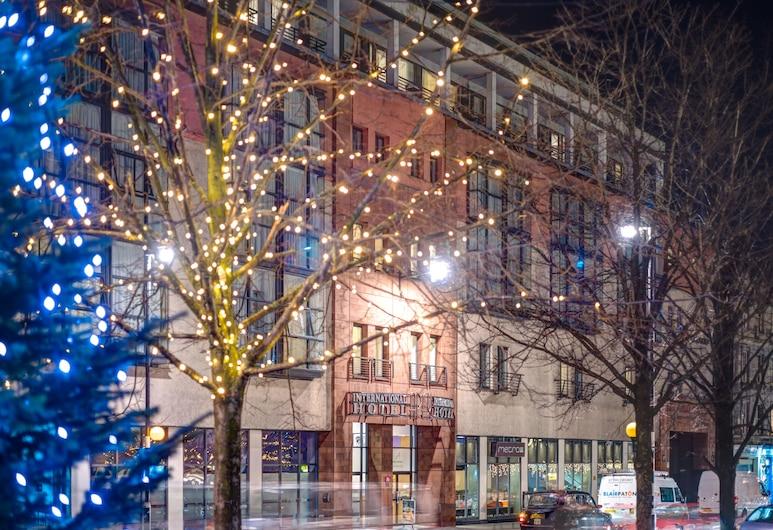 Apex Grassmarket Hotel, Edimburgo, Fachada del hotel de noche