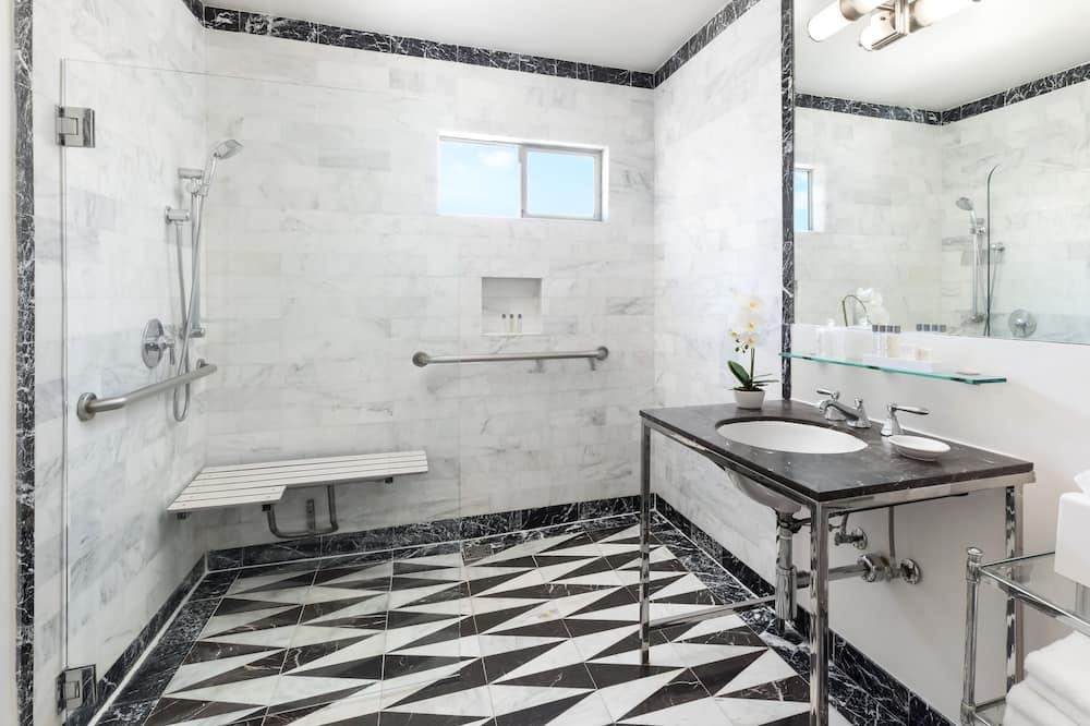 Room, 1 Katil Raja (King), Accessible (Mandarin, Roll-in Shower) - Bilik mandi