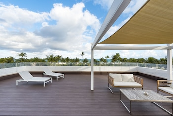 Picture of The Penguin Hotel in Miami Beach