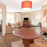Apartmán, 1 veľké dvojlôžko s rozkladacou sedačkou, bezbariérová izba (Roll-In Shower) - Hosťovská izba