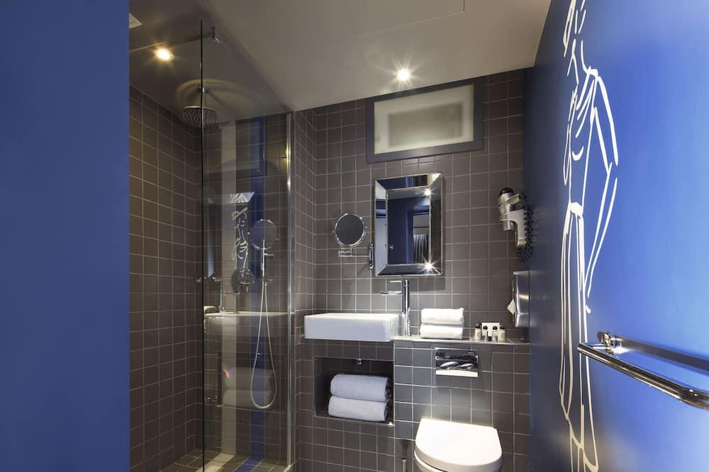 Quarto Clássico com Cama de Casal - Casa de banho