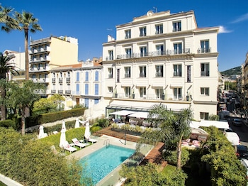 Book this In-room accessibility Hotel in Cannes