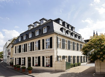 Choose This Business Hotel in Cologne -  - Online Room Reservations