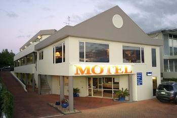 Picture of Baycourt Lakefront Motel in Taupo