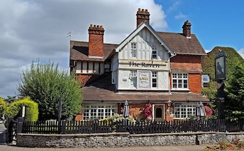 Picture of The Raven Hotel in Hook