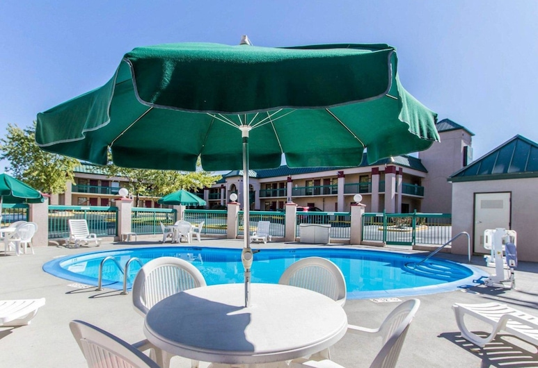 Quality Inn Fort Campbell, Oak Grove, Pool