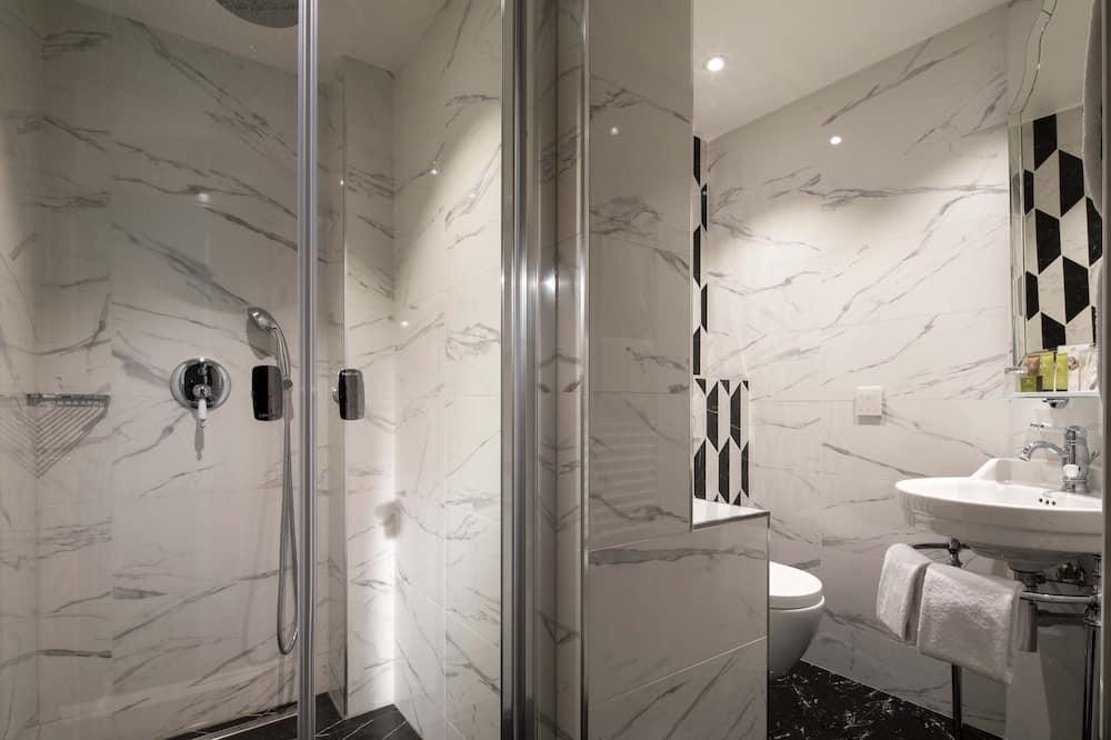 Privilege Triple Room - Bathroom