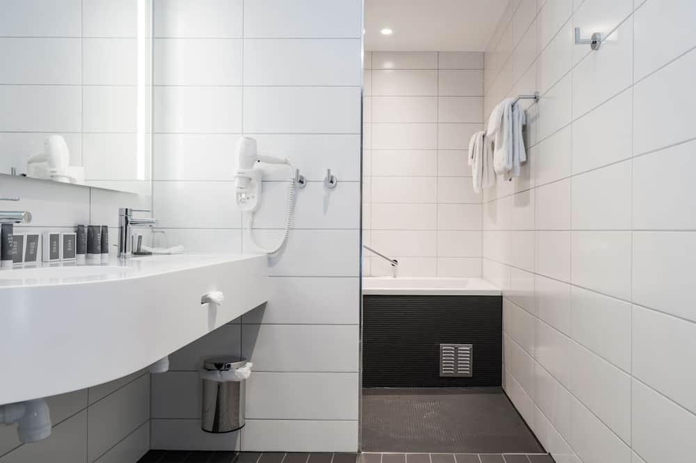 Sviitti, 1 parisänky, Tupakointi kielletty - Kylpyhuone