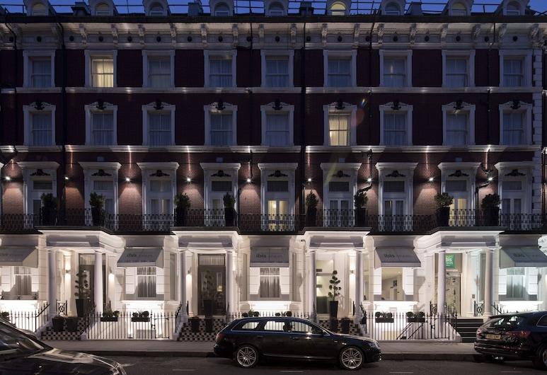 ibis Styles London Kensington, London, Hotelfassade am Abend/bei Nacht
