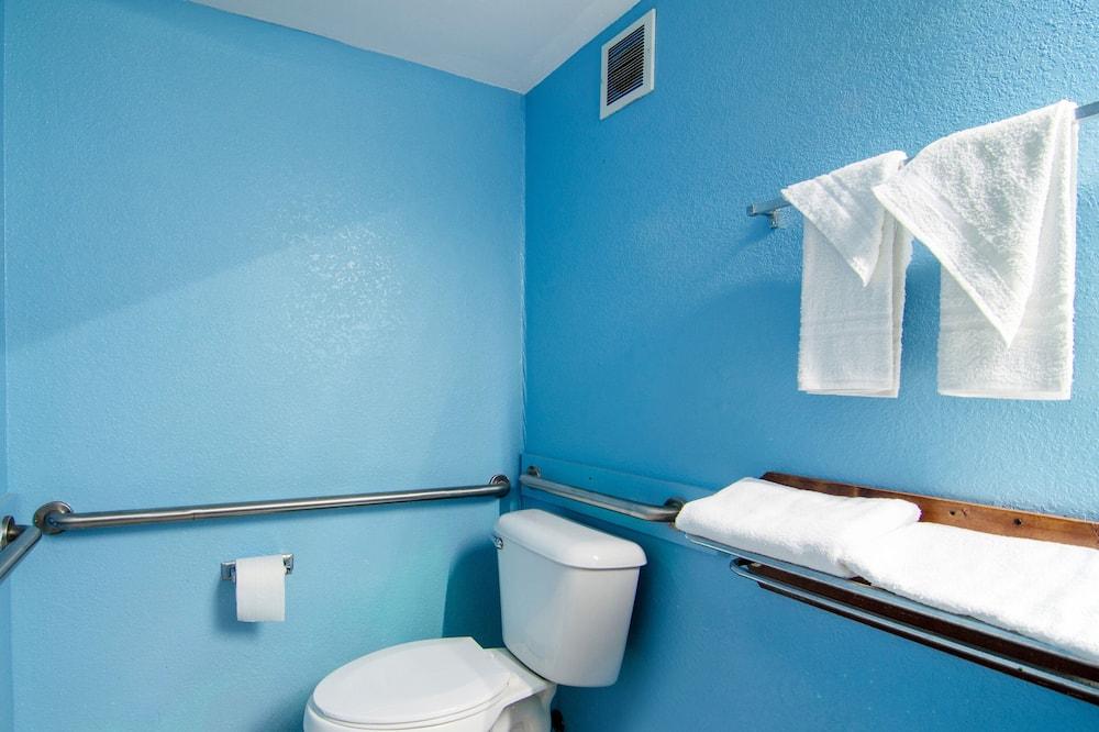 Chambre, 1 très grand lit, accessible aux personnes à mobilité réduite - Salle de bain