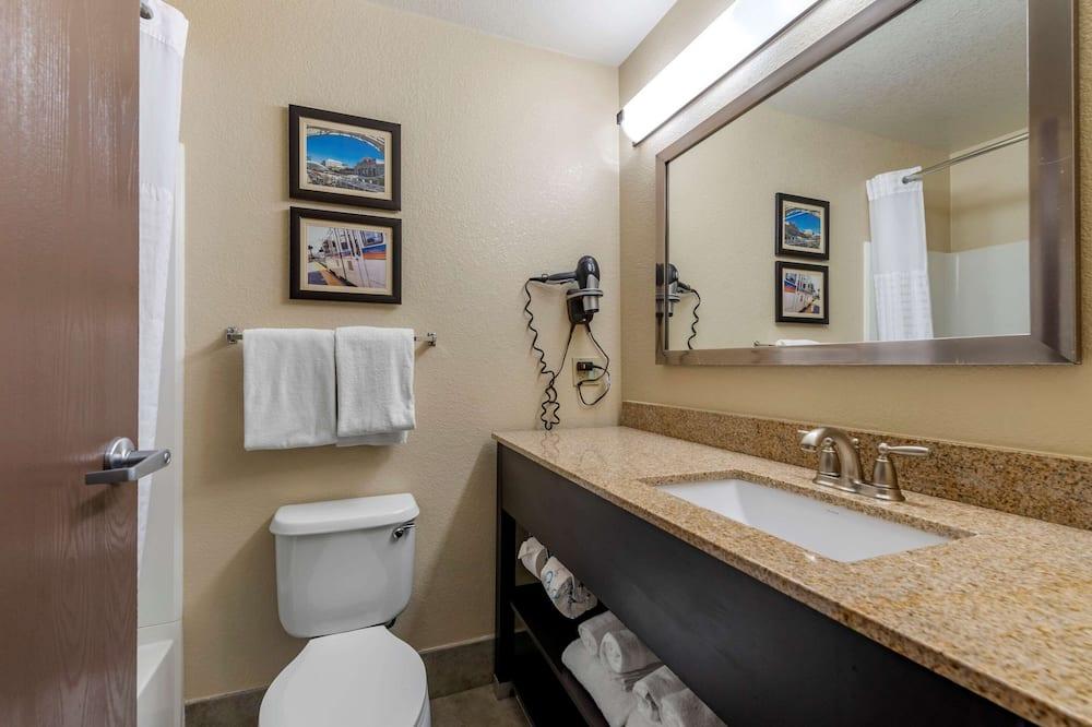 Suite, 1King-Bett und Schlafsofa, Nichtraucher - Badezimmer