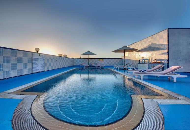 Comfort Inn Hotel, Dubajus, Baseinas ant stogo