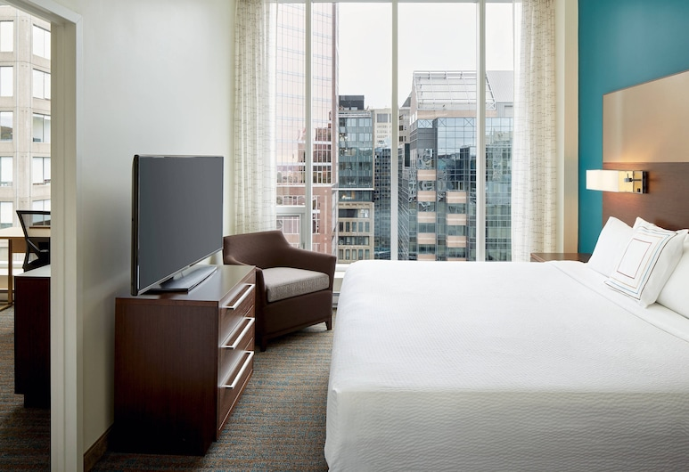 Residence Inn by Marriott Montreal Downtown, Montreal, Deluxe Suite, 1 Bedroom, Guest Room