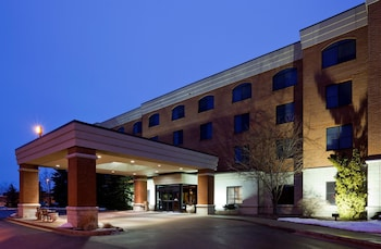 Choose This 3 Star Hotel In Madison