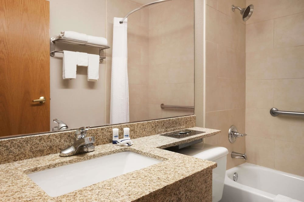 Superior Room, 1 Queen Bed (microwave & fridge included) - Bathroom