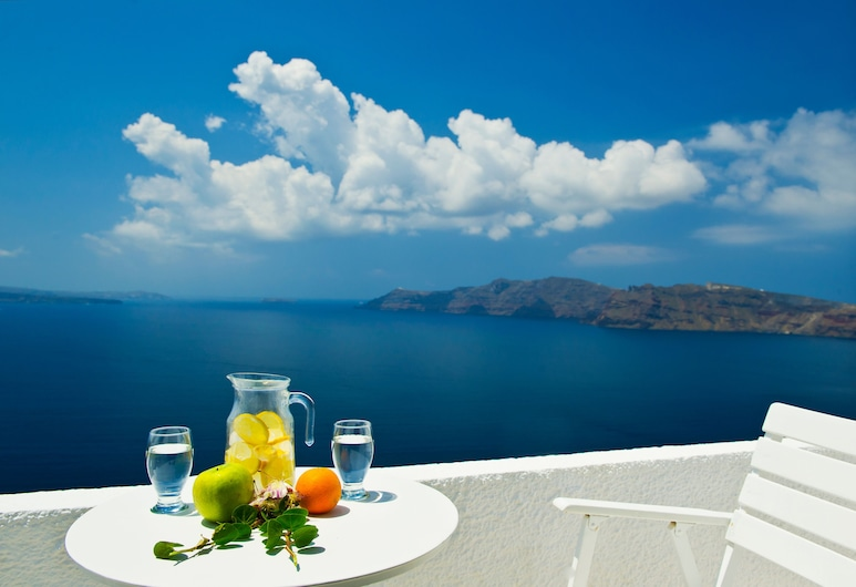 Nikos Villas Hotel in Oia Santorini, Santorini, Two bedroom Apartment, Sea View, Terrace/Patio