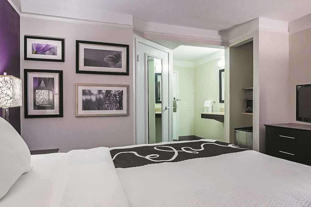 Room, 1 Double Bed, Accessible, Non Smoking (Mobility Accessible) - Guest Room