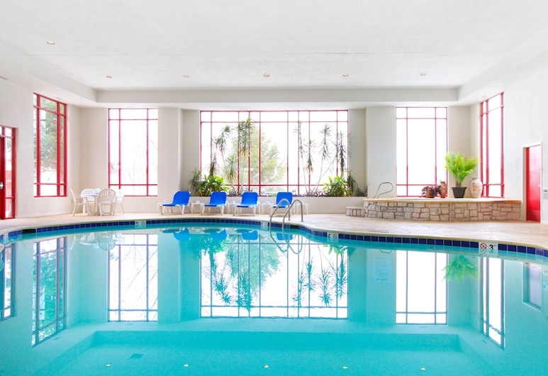 Holiday Inn Express Hotel & Suites Olathe North, Olathe, Indoor Pool