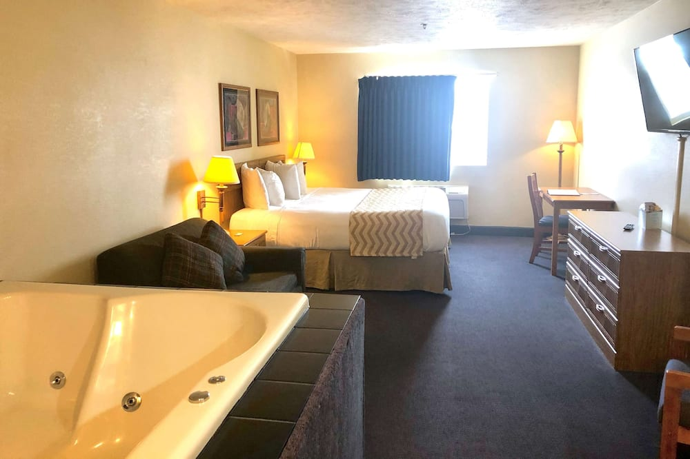 Suite, 1 King Bed with Sofa bed, Non Smoking, Hot Tub - Guest Room