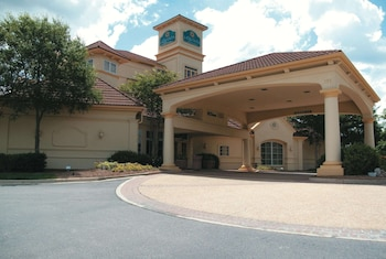 Picture of La Quinta Inn & Suites by Wyndham Raleigh Cary in Cary