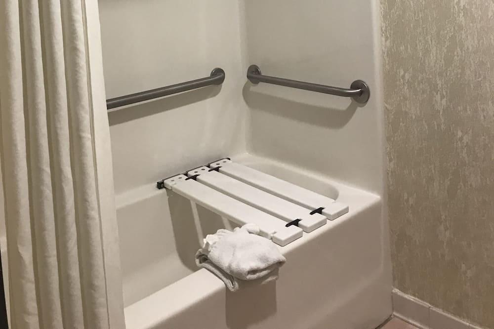 Chambre, 1 très grand lit, accessible aux personnes à mobilité réduite, non-fumeurs - Salle de bain