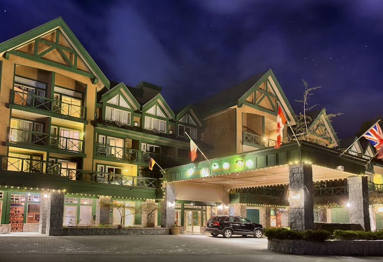 Pinnacle Hotel Whistler Village, Whistler, Front of property – evening