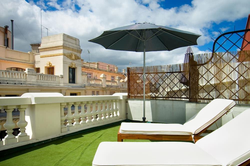 Δίκλινο Δωμάτιο (Double), 1 Διπλό ή 2 Κρεβάτια, Βεράντα (Frontal) - Θέα στην πόλη