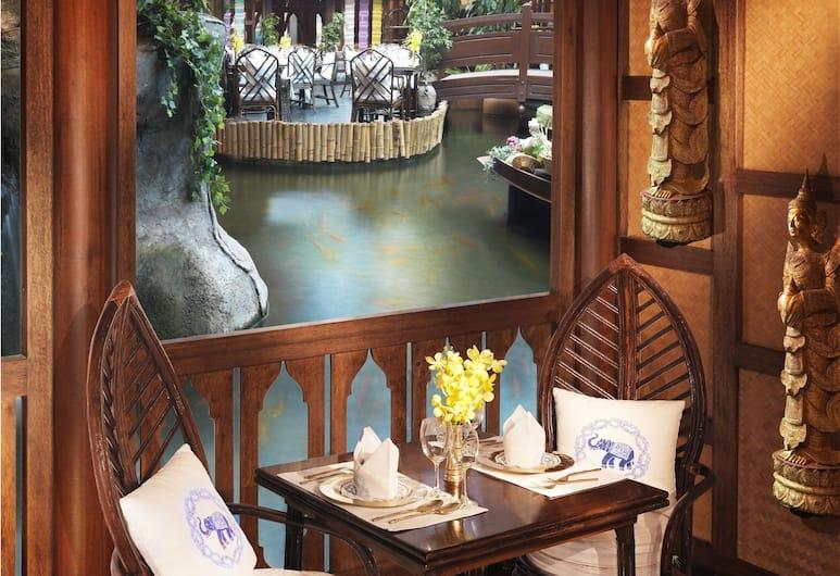 Roda Al Bustan, Dubai, Restaurant