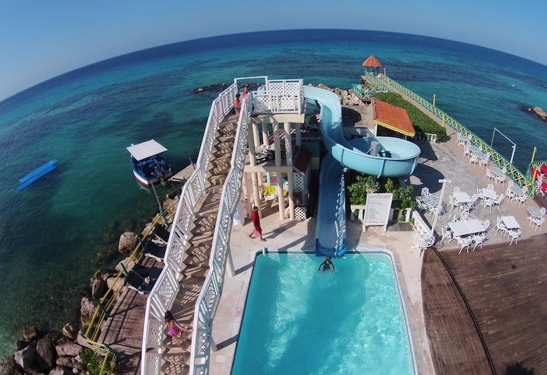 富蘭克林第四度假村, 倫納威灣, 室外泳池