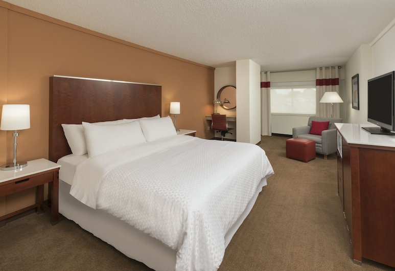 Four Points by Sheraton Boston Logan Airport Revere, Revere, Traditional Room, 1 King Bed, Guest Room