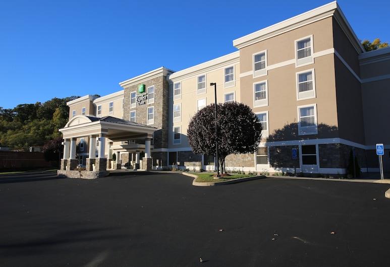 Holiday Inn Express Hotel & Suites Danbury - I-84, Danbury