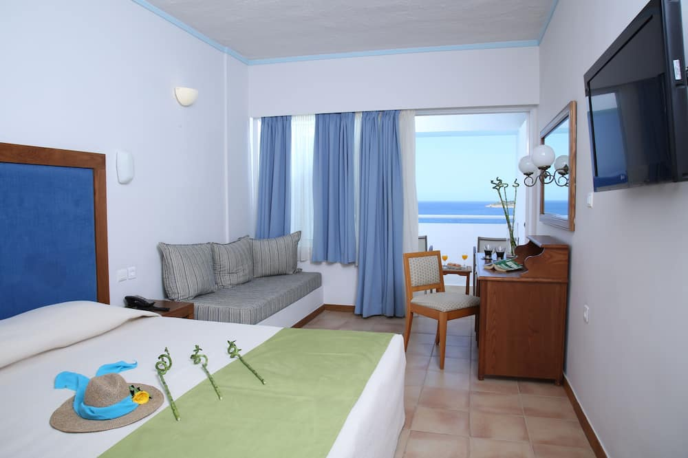 Superior Double or Twin Room, Sea View - Living Area