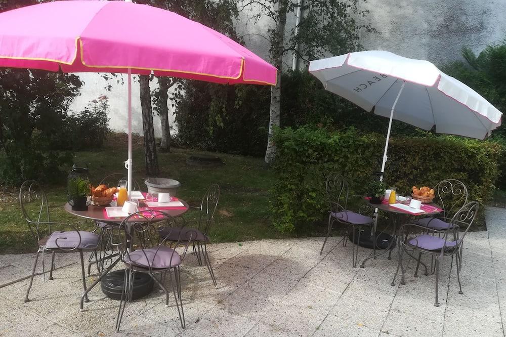 Rum - 1 dubbelsäng - Utsikt mot trädgården