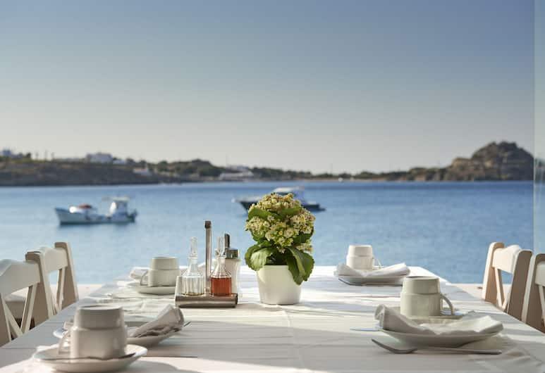 Petinos Beach Hotel, Mykonos, Utendørsservering