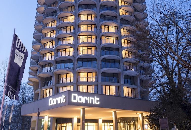 Dorint An der Kongresshalle Augsburg, Augsburgo, Fachada del hotel de noche