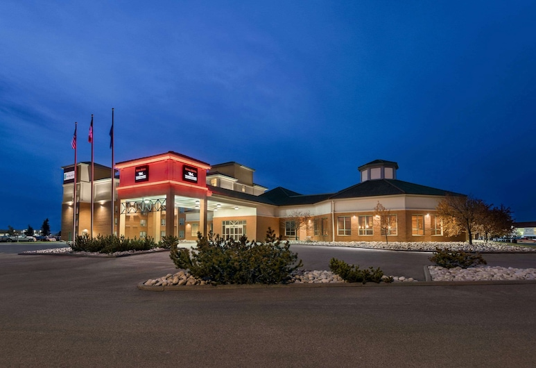 Royal Hotel Edmonton Airport, Trademark Collection by Wyndham, Leduc