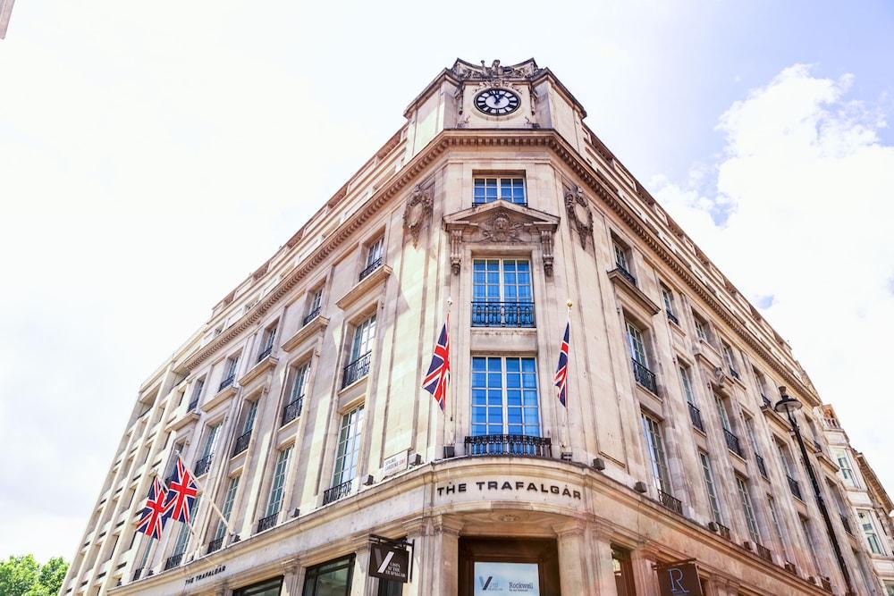 The Trafalgar Hotel, London, Hotellets front