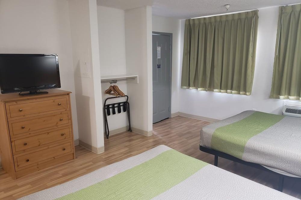 Liukso klasės kambarys, 2 didelės dvigulės lovos, Rūkantiesiems, virtuvėlė - Svetainės zona